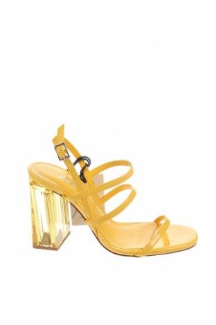 Сандали Zara, Размер 36, Цвят Жълт, Еко кожа, Цена 23,40лв.