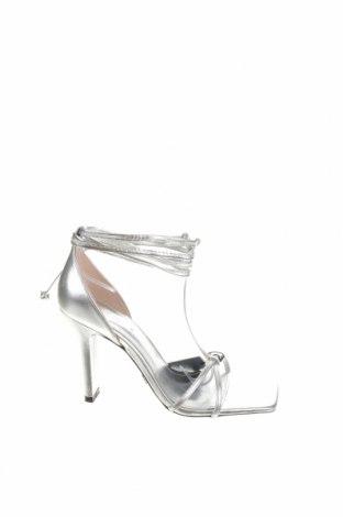 Сандали Zara, Размер 39, Цвят Сребрист, Естествена кожа, Цена 27,25лв.