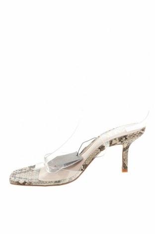 Сандали Zara, Размер 38, Цвят Бял, Полиуретан, Цена 34,50лв.