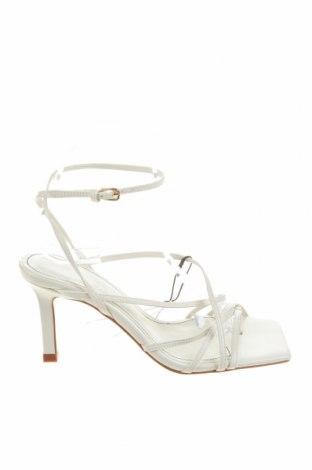 Сандали Zara, Размер 36, Цвят Бял, Естествена кожа, Цена 74,25лв.