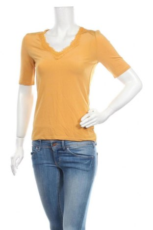 Дамска блуза Soaked In Luxury, Размер M, Цвят Жълт, 90% вискоза, 10% еластан, Цена 10,50лв.