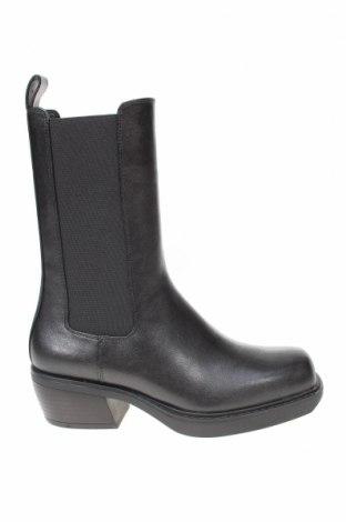 Γυναικείες μπότες Bershka, Μέγεθος 35, Χρώμα Μαύρο, Δερματίνη, Τιμή 14,86€