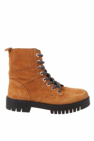 Dámské boty  Pull&Bear, Velikost 38, Barva Žlutá, Přírodní velur , Cena  914,00Kč