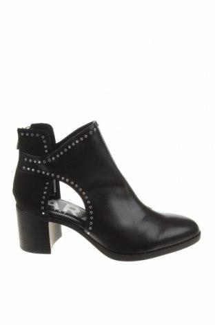 Дамски боти Zara, Размер 40, Цвят Черен, Еко кожа, текстил, Цена 57,00лв.