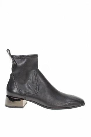 Дамски боти Zara, Размер 37, Цвят Черен, Еко кожа, Цена 59,25лв.