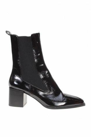 Дамски ботуши Zara, Размер 39, Цвят Черен, Еко кожа, текстил, Цена 62,30лв.