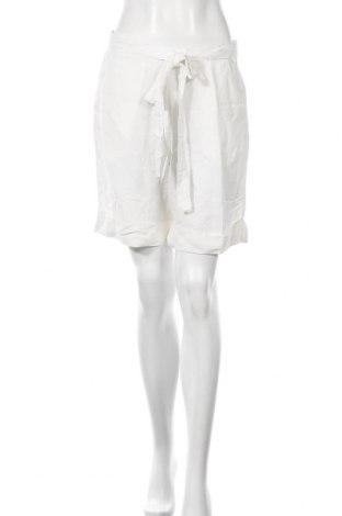 Дамски къс панталон Culture, Размер M, Цвят Бял, 55% вискоза, 45% лен, Цена 15,87лв.
