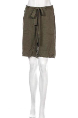 Дамски къс панталон Kaffe, Размер S, Цвят Зелен, Вискоза, Цена 26,22лв.
