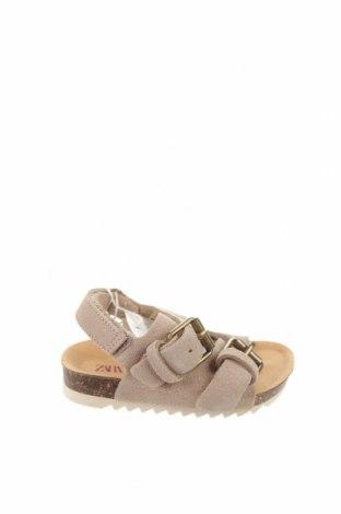Детски сандали Zara, Размер 18, Цвят Бежов, Естествен велур, Цена 34,50лв.
