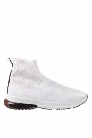 Ανδρικά παπούτσια Bershka, Μέγεθος 40, Χρώμα Λευκό, Κλωστοϋφαντουργικά προϊόντα, Τιμή 19,16€