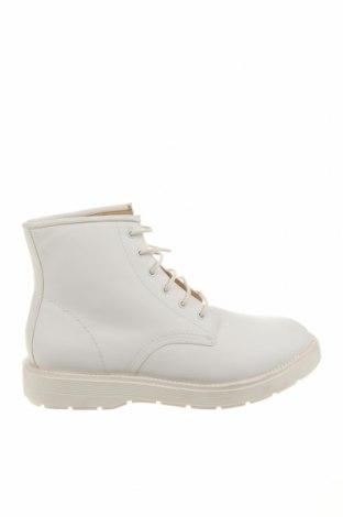 Ανδρικά παπούτσια Bershka, Μέγεθος 44, Χρώμα Λευκό, Δερματίνη, Τιμή 25,65€