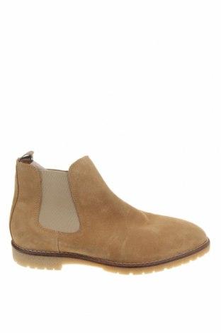 Мъжки обувки Zara, Размер 41, Цвят Бежов, Естествен велур, Цена 34,75лв.