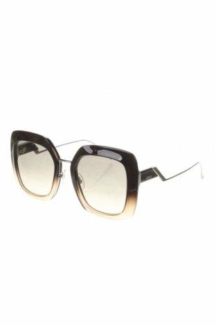 Слънчеви очила Fendi, Цвят Черен, Цена 351,75лв.