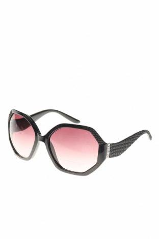 Слънчеви очила Guess, Цвят Черен, Цена 156,75лв.