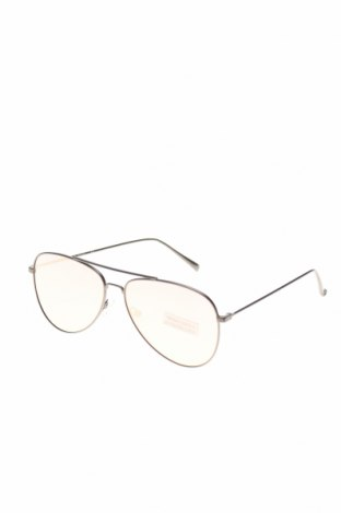 Слънчеви очила Guess, Цвят Сребрист, Цена 156,75лв.