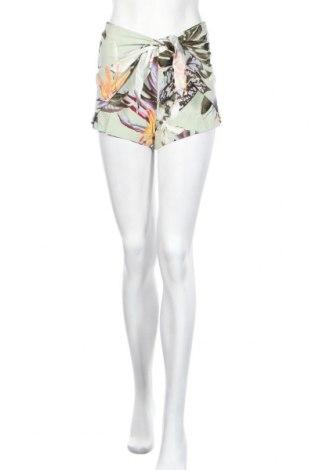 Γυναικείο κοντό παντελόνι Guess, Μέγεθος XS, Χρώμα Πολύχρωμο, Βισκόζη, Τιμή 24,32€