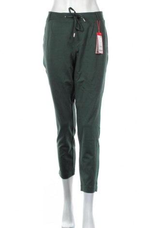 Дамски панталон S.Oliver, Размер M, Цвят Зелен, 61% вискоза, 35% полиамид, 4% еластан, Цена 59,25лв.