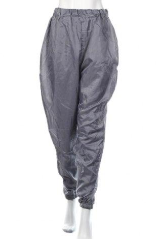 Damskie spodnie sportowe Pretty Little Thing, Rozmiar M, Kolor Szary, Poliester, Cena 63,00zł