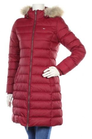Γυναικείο μπουφάν Tommy Hilfiger, Μέγεθος M, Χρώμα Κόκκινο, Πολυεστέρας, φτερά και πούπουλα, Τιμή 190,21€