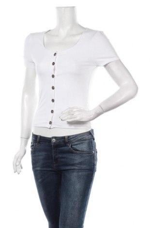 Дамска блуза New Look, Размер M, Цвят Бял, 47% полиестер, 47% вискоза, 6% еластан, Цена 24,00лв.