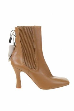 Дамски боти Zara, Размер 39, Цвят Кафяв, Естествена кожа, еко кожа, Цена 111,75лв.