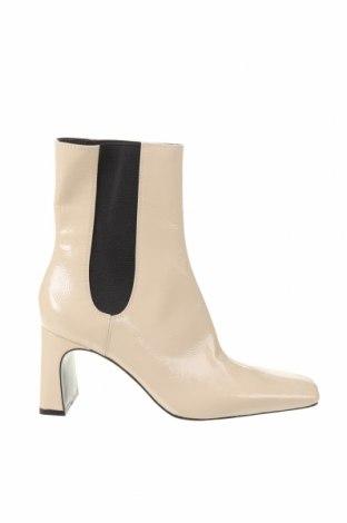 Дамски боти Zara, Размер 39, Цвят Екрю, Еко кожа, Цена 51,00лв.