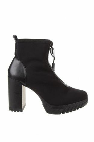 Дамски боти Zara, Размер 41, Цвят Черен, Еко кожа, текстил, Цена 59,25лв.