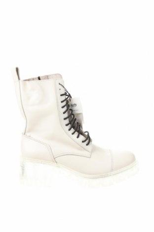 Дамски боти Zara, Размер 38, Цвят Бял, Естествена кожа, Цена 65,45лв.