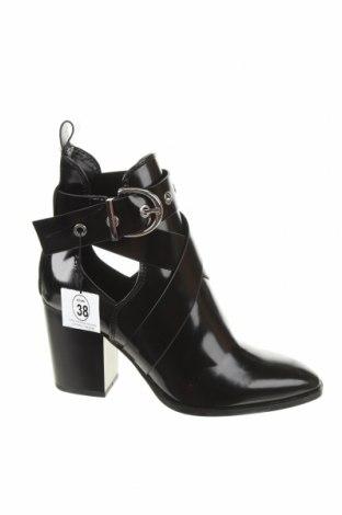 Γυναικεία μποτάκια Zara, Μέγεθος 38, Χρώμα Μαύρο, Δερματίνη, Τιμή 23,25€