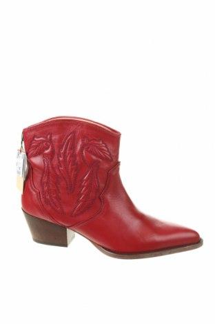 Дамски боти Zara, Размер 40, Цвят Червен, Естествена кожа, Цена 96,75лв.