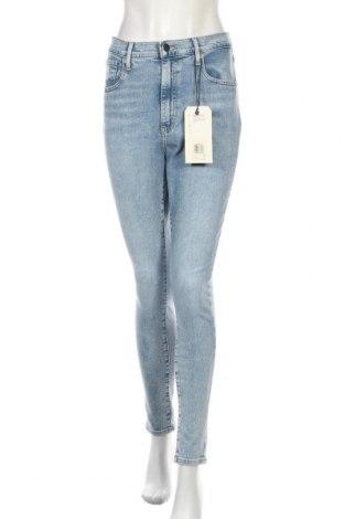 Дамски дънки Levi's, Размер L, Цвят Син, 97% памук, 3% еластан, Цена 126,75лв.