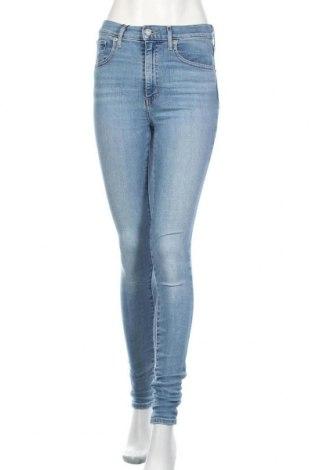 Дамски дънки Levi's, Размер S, Цвят Син, 97% памук, 3% еластан, Цена 126,75лв.
