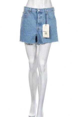 Дамски къс панталон Levi's, Размер L, Цвят Син, 99% памук, 1% еластан, Цена 33,12лв.