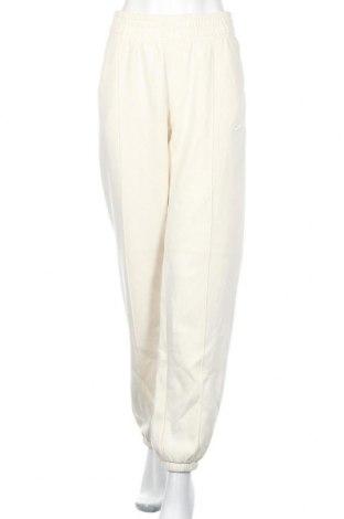 Pantaloni trening de femei Nike, Mărime M, Culoare Ecru, 80% bumbac, 20% poliester, Preț 207,24 Lei