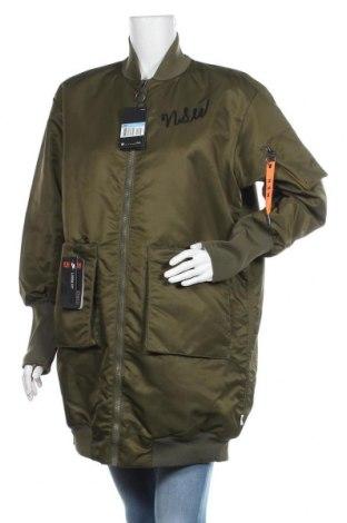 Дамско яке Nike, Размер M, Цвят Зелен, Полиестер, Цена 179,25лв.
