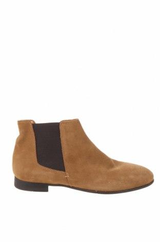 Мъжки обувки Zara, Размер 39, Цвят Бежов, Естествен велур, Цена 29,80лв.