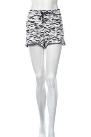 Дамски къс панталон Adidas, Размер XL, Цвят Бял, 65% полиестер, 35% вискоза, Цена 51,75лв.