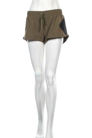 Дамски къс панталон PUMA, Размер M, Цвят Зелен, 87% полиестер, 13% еластан, Цена 8,13лв.