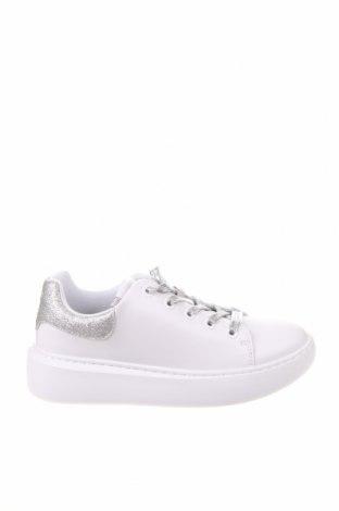 Дамски обувки Guess, Размер 39, Цвят Бял, Еко кожа, текстил, Цена 141,75лв.