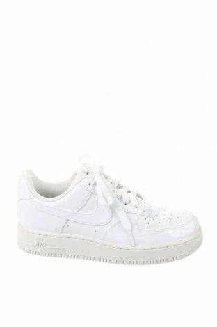 Дамски обувки Nike, Размер 36, Цвят Бял, Еко кожа, Цена 44,25лв.