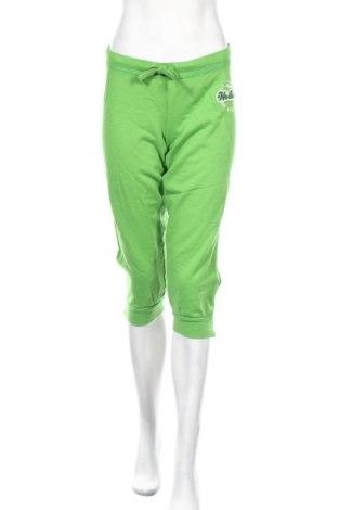 Дамско спортно долнище Hollister, Размер L, Цвят Зелен, 70% памук, 30% полиестер, Цена 11,76лв.