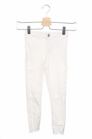 Детски дънки Zara Kids, Размер 5-6y/ 116-122 см, Цвят Бял, 74% памук, 22% полиестер, 4% еластан, Цена 8,32лв.