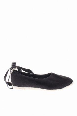 Детски обувки Adidas, Размер 28, Цвят Черен, Текстил, Цена 35,10лв.