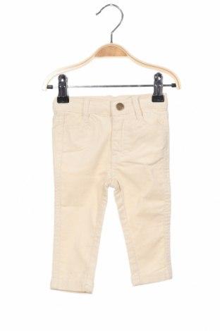 Детски джинси Gocco, Размер 6-9m/ 68-74 см, Цвят Бежов, 98% памук, 2% еластан, Цена 12,25лв.