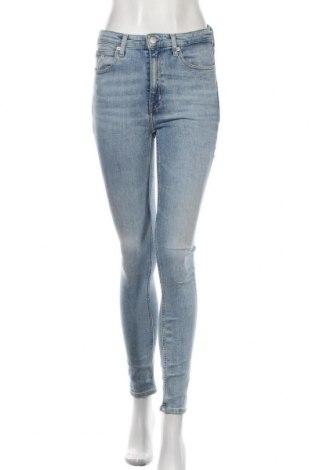 Дамски дънки Calvin Klein, Размер S, Цвят Син, 86% памук, 13% полиестер, 1% еластан, Цена 136,50лв.