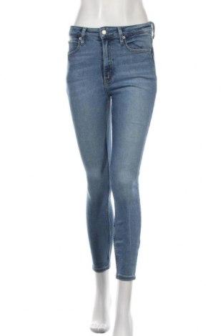 Дамски дънки Calvin Klein Jeans, Размер S, Цвят Син, 93% памук, 5% полиестер, 2% еластан, Цена 136,50лв.