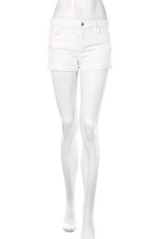 Дамски къс панталон H&M, Размер S, Цвят Бял, 98% памук, 2% еластан, Цена 19,50лв.