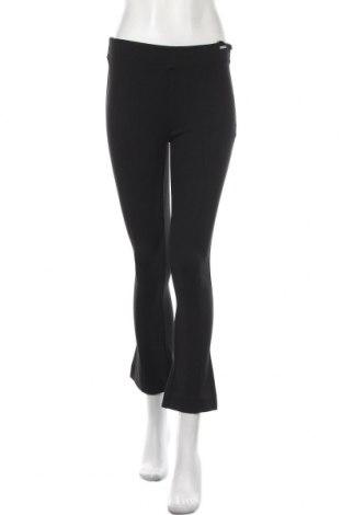 Dámské kalhoty  Guess, Velikost S, Barva Černá, 49% viskóza, 29% polyamide, 18% lyocell, 4% elastan, Cena  670,00Kč