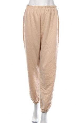 Pantaloni trening de femei Boohoo, Mărime S, Culoare Bej, 95% poliester, 5% elastan, Preț 86,21 Lei