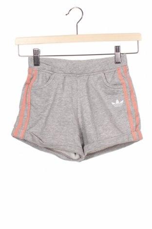 Dětské krátké kalhoty  Adidas Originals, Velikost 8-9y/ 134-140 cm, Barva Šedá, 70% bavlna, 30% polyester, Cena  622,00Kč